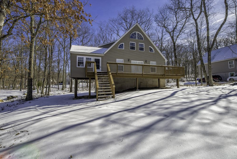 Masthope Mountain Chalet for Sale – 319 W. Lakeview Drive