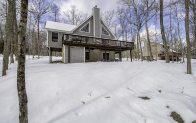 Masthope Mountain Chalet – 233 W. Lakeview Drive, Lackawaxen, PA 18435