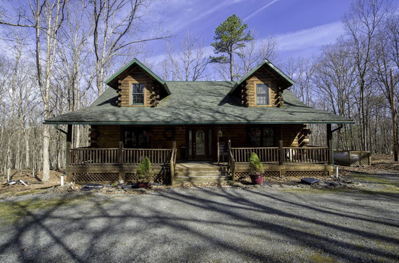 Fantastic Masthope Log Home For Sale! 121 Pebble Rock Rd., Lackawaxen