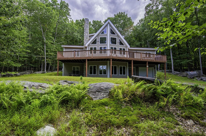 Gorgeous Custom Built Masthope Mountain Chalet for Sale! 115 Pioneer Dr