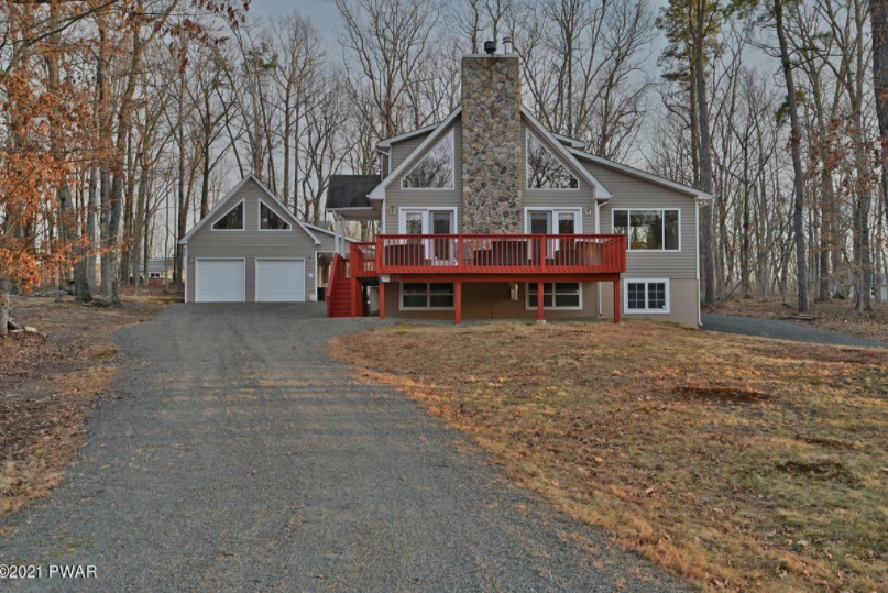 Masthope Chalet For Sale – 106 Trout Rd