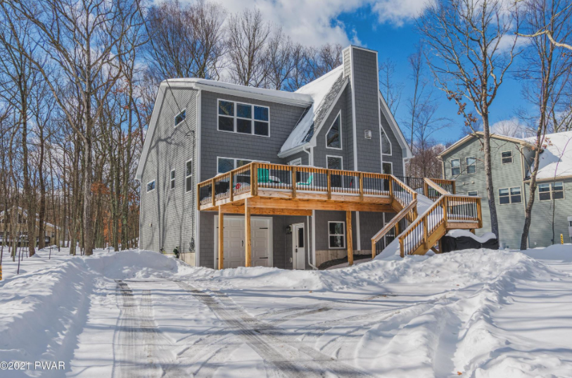Masthope Mountain Chalet For Sale – 123 Rainbow Dr