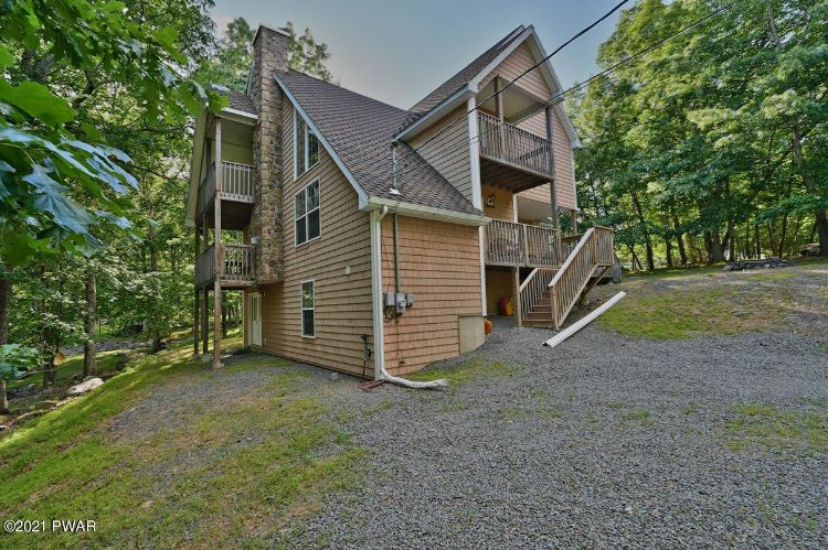 Beautifully Maintained Masthope Home for Sale – 100 Summit Ct