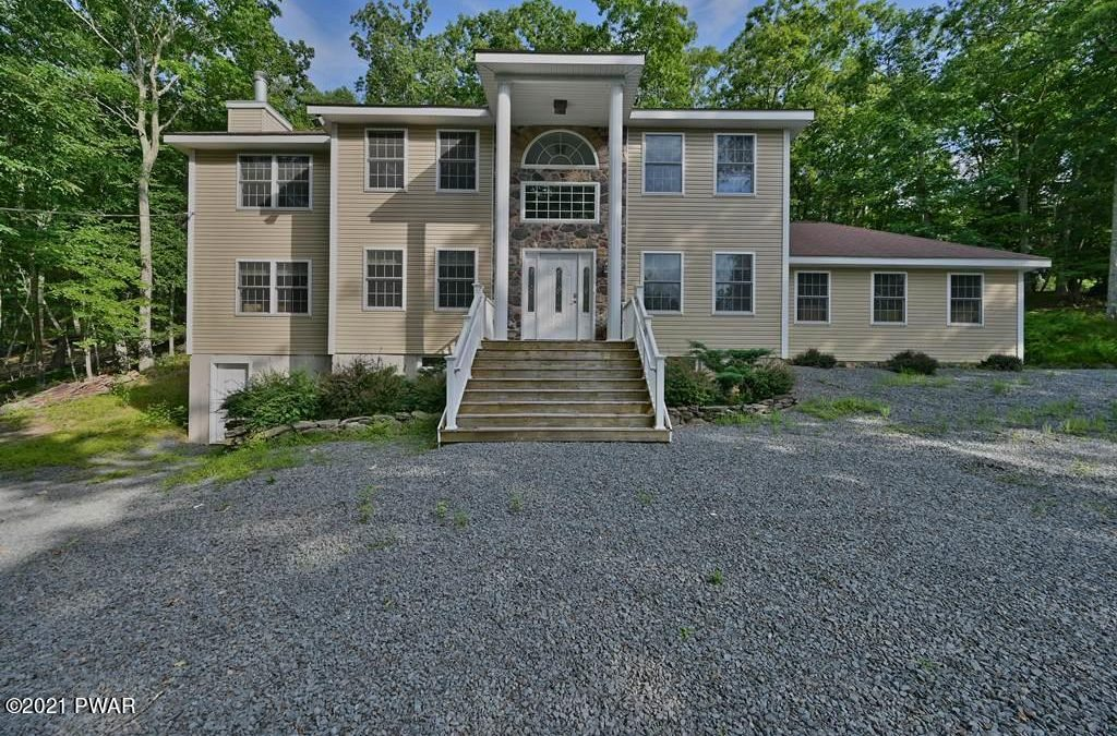 Beautiful Colonial Masthope Home for Sale – 108 Horseshoe Ct